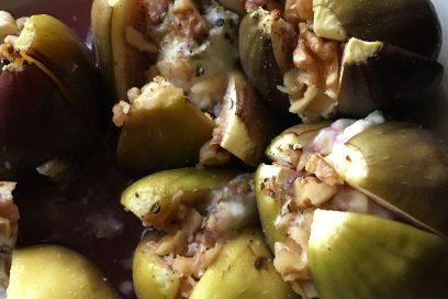 Baked figs with goats cheese and walnuts